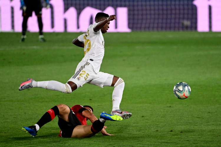 Vinicius Junior deixou sua marca com um golaço diante do Mallorca (Foto: AFP)
