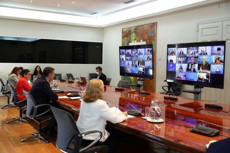 GRAF6488. MADRID, 24/06/2020.- Presidente espanhol, Pedro Sáchez, se reúne por videoconferência com líderes de países da América Latina (Foto: EFE/Fernando Calvo/Moncloa )