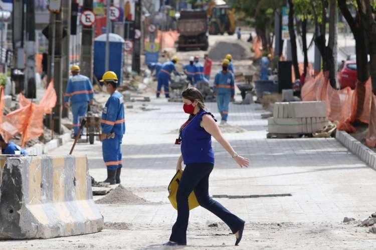 FORTALEZA, CE, BRASIL, 25.06.2020: Obras na Av. Desembargador Moreira na pista sentido praia-sertao com Av. Santos Dumont.   (Foto: Fabio Lima/O POVO) (Foto: FABIO LIMA)
