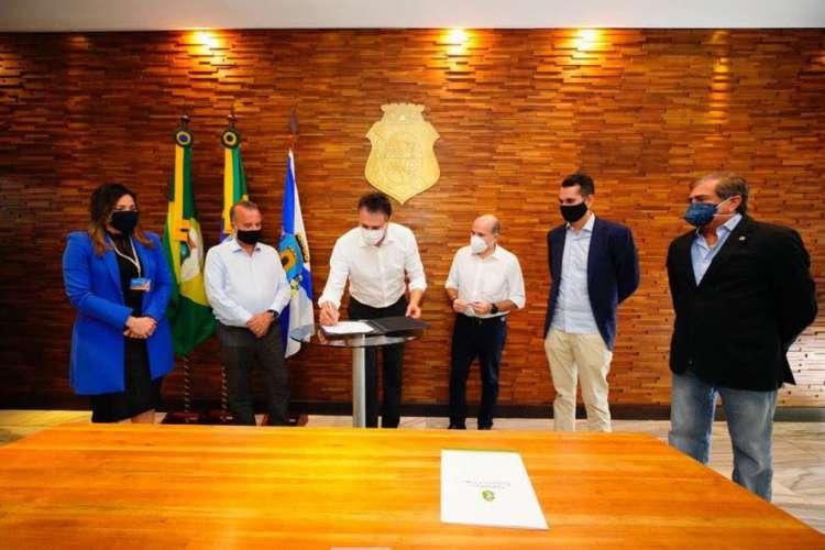 Visita do ministro do Desenvolvimento Regional, Rogério Marinho, que anunciou o investimento de R$ 54 milhões para obras do Cinturão das Águas do Ceará (Foto: © CARLOS GIBAJA/ GOV. DO CEARA)