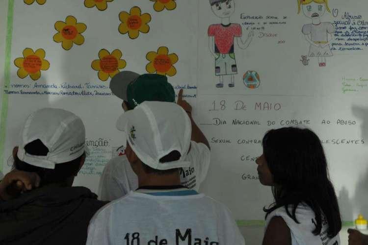 Exposição de cartazes produzidos por crianças e adolescentes dos Centros de Orientação Socioeducativos sobre a tema da violência sexual como parte das ações e mobilizações alusivas ao dia 18 de Maio - Dia Nacional Da Luta Contra o Abuso e Exploração Sexual de Crianças e Adolescentes (Foto: Valter Campanato/ABr)