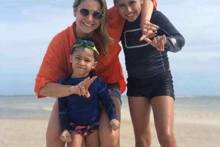Fernanda Gentil com os dois filhos, Lucas, de 12 anos, e Gabriel, de 4 anos (Foto: Reprodução/Instagram Fernanda Gentil)