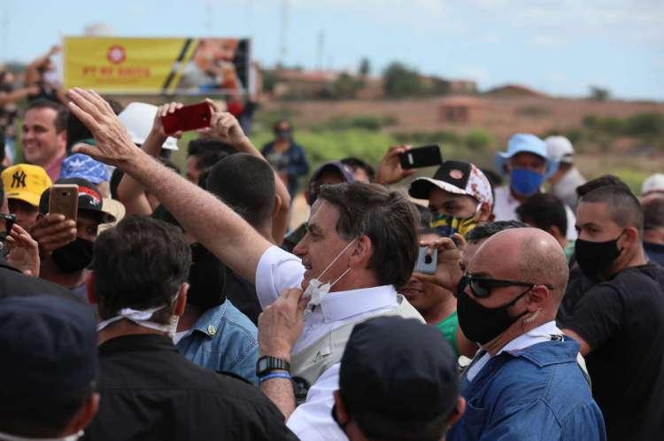 Penaforte em 26 de junho de 2020. O presidente Jair Bolsonaro fala com populares no Ceará, após inaugurar mais uma etapa da transposição do Rio São Francisco