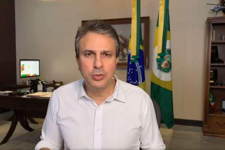 Camilo Santana durante transmissão nas redes sociais nesta sexta-ferira, 26 (Foto: Reprodução/Facebook)