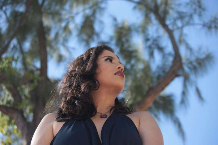 Lídia Maria lança outra versão para o clipe 'Me Deixe Ficar Só' (Foto: Galba Nogueira)