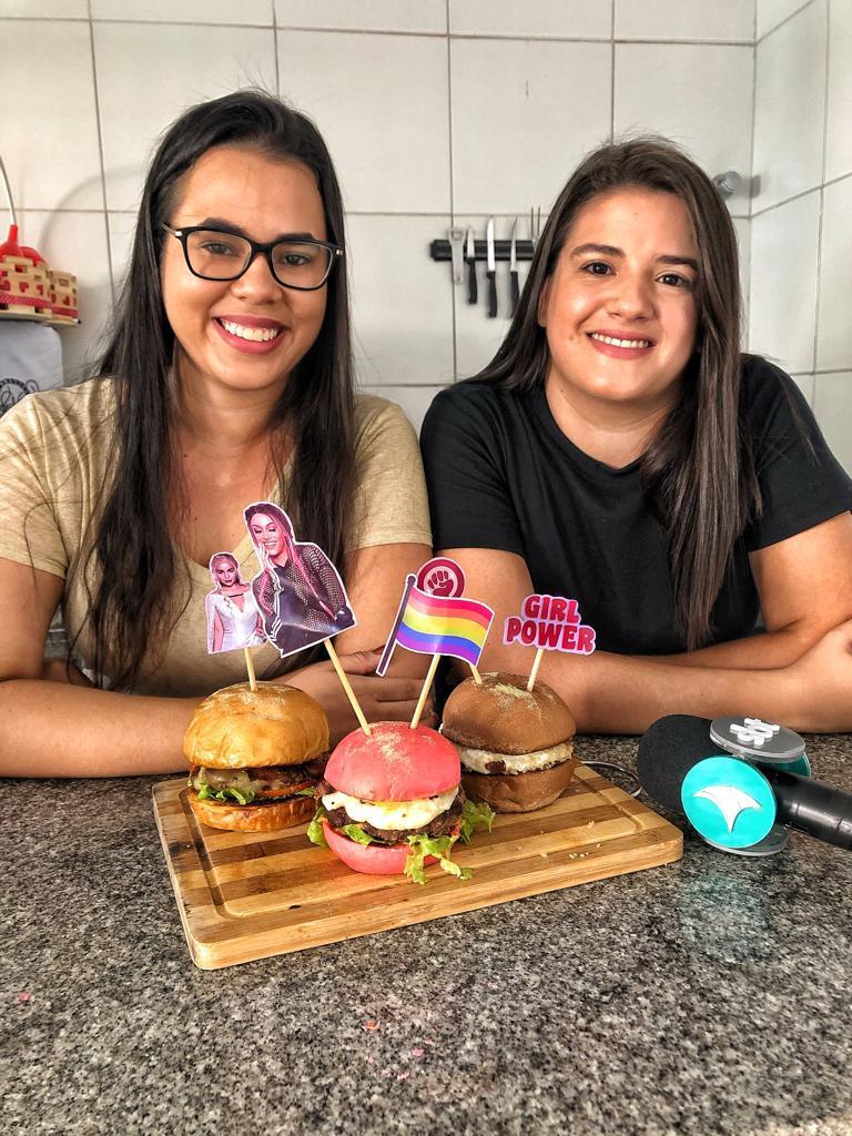 Vitória e Marília criaram hamburgueria com referências pop e orgulho da cultura LGBT
