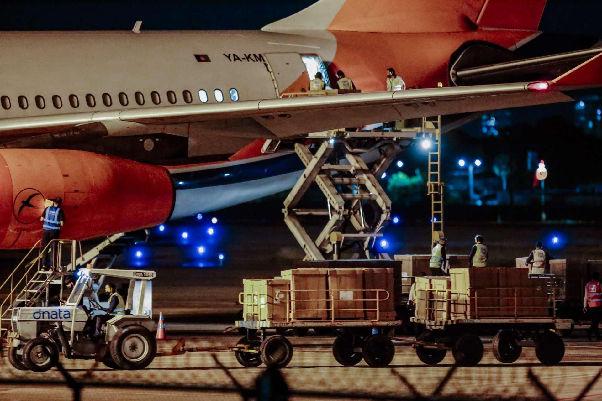 CARGA de respiradores chegou ontem ao Aeroporto Pinto Martins