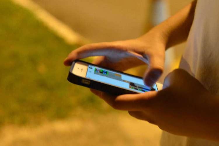 Com o aumento do uso da internet por adolescentes o compartilhamento de fotos íntimas  se tornou um perigo para muitos jovens que não medem os riscos dessa exposição (Foto: Valter Campanato/Agência Brasil)