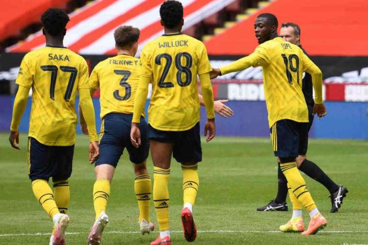 Arsenal conseguiu classificação com gols nos acréscimos  (Foto: AFP)