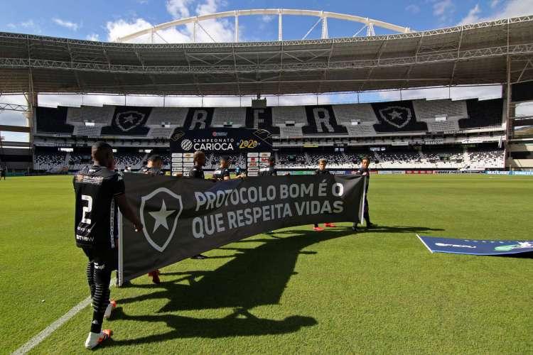 Botafogo e Fluminense se posicionaram contra a retomada do futebol, defendendo que a saúde de atletas e torcedores fossem priorizadas (Foto: VITOR SILVA / BOTAFOGO / AFP)