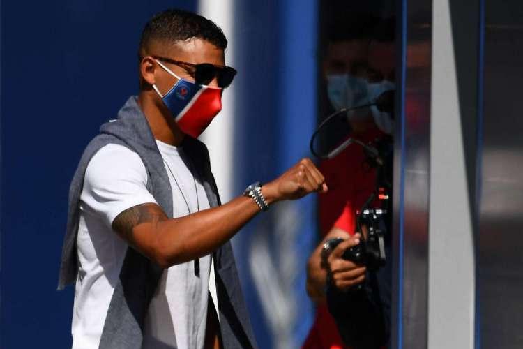 Thiago Silva deve sair do PSG após o final da atual temporada europeia       (Foto: AFP)