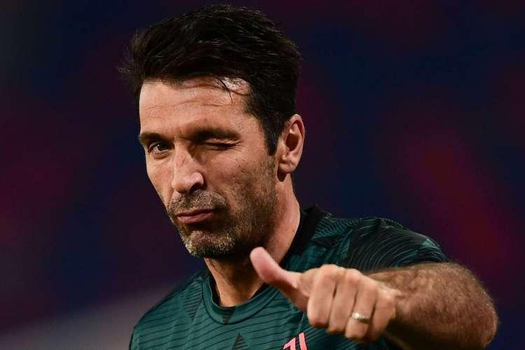Buffon se tornou o jogador com mais partidas na história do Campeonato Italiano (Foto: Miguel MEDINA / AFP)