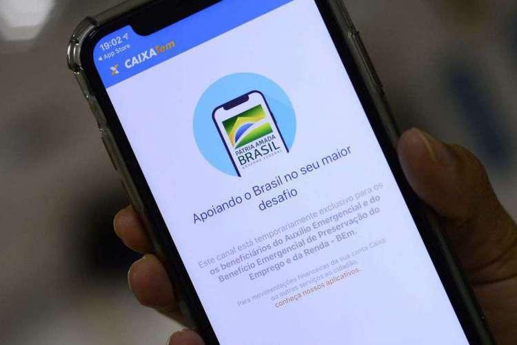 Caixa alerta que não solicita informações sobre beneficiários do auxílio emergencial ou códigos de segurança fora dos seus aplicativos; dados roubados podem ser usados para fraudes (Foto: Marcello Casal Jr/Agência Brasil)