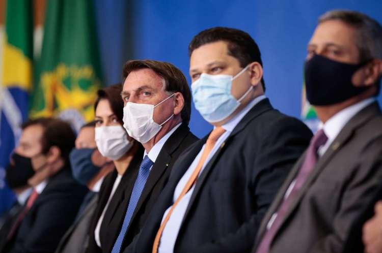 Brasília  - DF, 30/06/2020 - Cerimônia de Prorrogação do Auxílio Emergencial. Em destaque o presidente Jair Bolsonaro e o presidente do senado Davi Alcolumbre