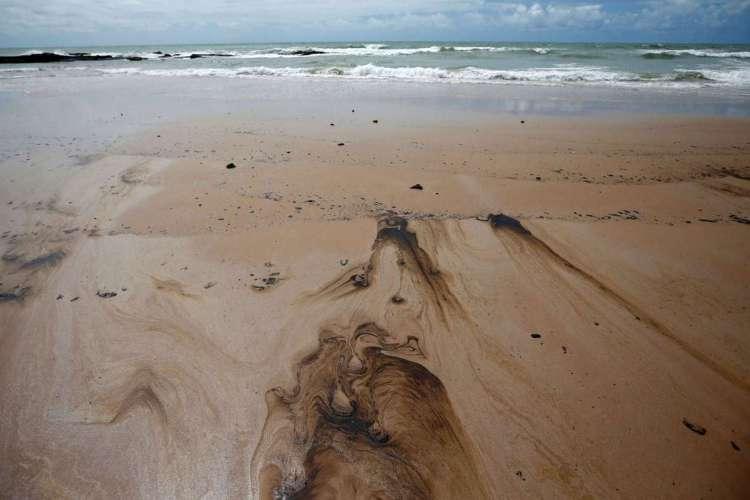 Derramamento de óleo é visto na praia de Coruripe, estado de Alagoas, Brasil, 14 de outubro de 2019. REUTERS / Adriano Machado (Foto: REUTERS / Adriano Machado)