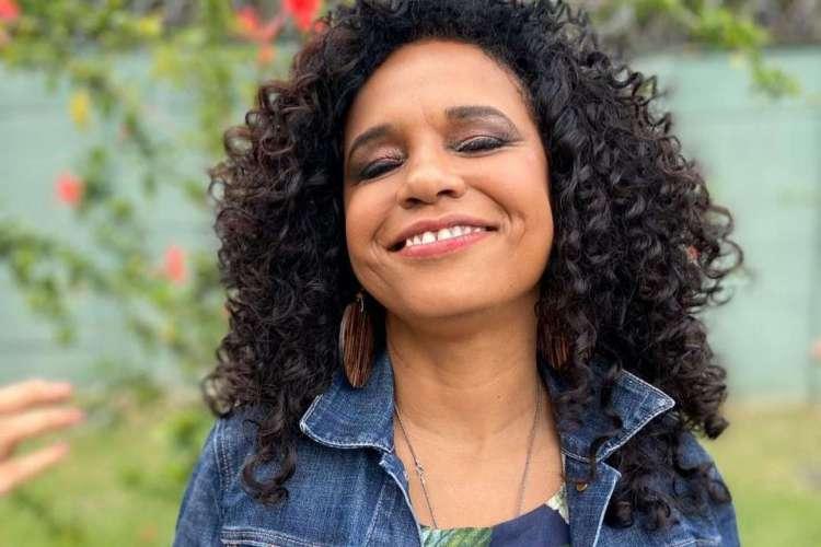 Acompanhe a agenda de transmissões ao vivo online - live - de artistas nacionais e internacionais para hoje, terça-feira, 30 de junho (30/06); com lives diárias, cantora Teresa Cristina é uma das atrações da noite (Foto: Reprodução/Instagram)
