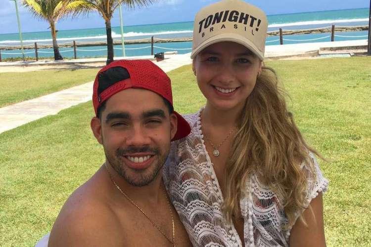 Karoline Calheiros e Gabriel Diniz eram noivos quando o cantor morreu, em 2019 (Foto: Reprodução/Instagram)