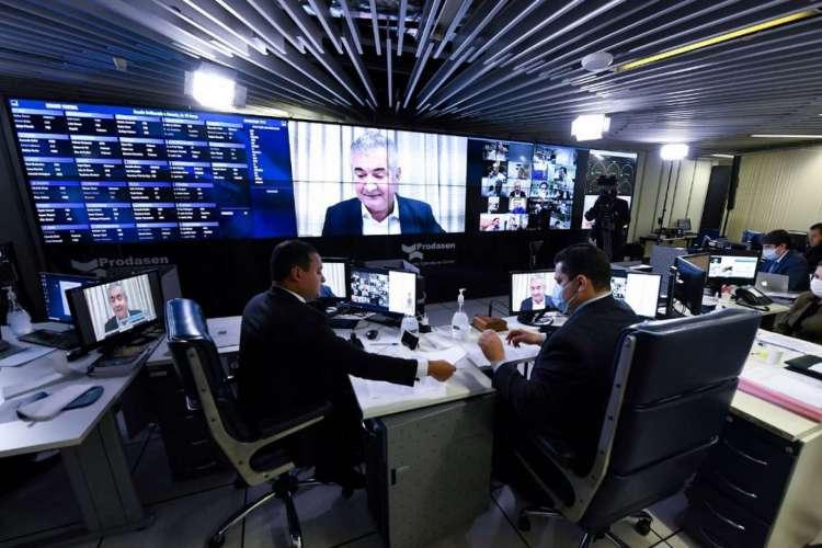 Senadores em sessão remota para discutir projeto das fake news (Foto: Jefferson Rudy/Agência Senado)