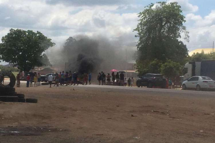 Manifestantes bloquearam BR-116 em protesto pela morte de Mizael