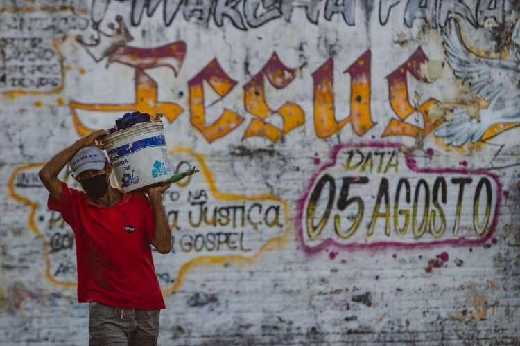 Movimentação no bairro Edson Queiroz em época de Covid-19 (Foto: Aurelio Alves/ O POVO)