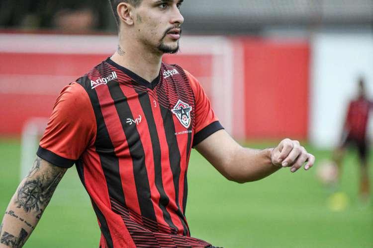 O zagueiro Juan foi incorporado ao elenco principal do Atlético-CE (Foto: Kely Pereira/Atlético-CE)