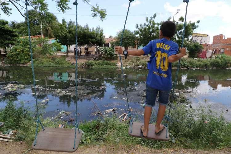 População de áreas desassistidas, sobretudo as crianças, vive sob risco em Fortaleza  (Foto: FOTOS Fabio Lima)
