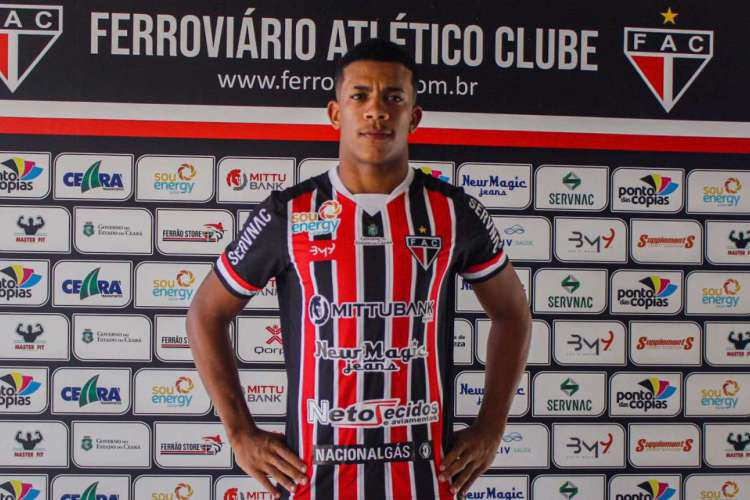 Julio é oriundo das categorias de base do Náutico e já tem jogos pelo profissional  (Foto: Divulgação/Ferroviário)