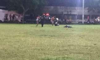 Outras pessoas ficaram feridas na ação, que ocorreu por volta das 21 hora desta sexta-feira, 3