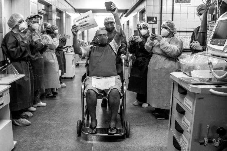 Paciente recuperado de coronavírus no Hospital Universitário Walter Cantídio (Foto: Marília Quinderé)