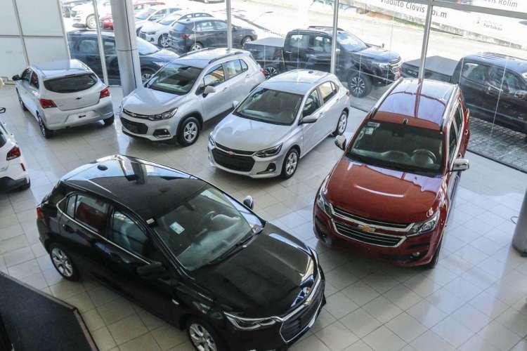 O segmento de automóveis e veículos comerciais leves registra, de janeiro a agosto, uma retração de 35,7% (Foto: Barbara Moira)