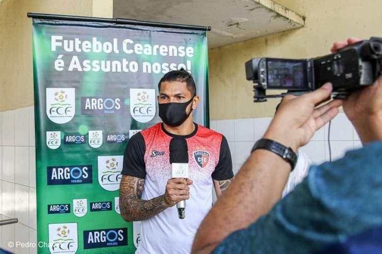 O meio-campista do Caucaia Jackson Caucaia realizou teste para covid-19 (Foto: Pedro Chaves/Federação Cearense de Futebol)