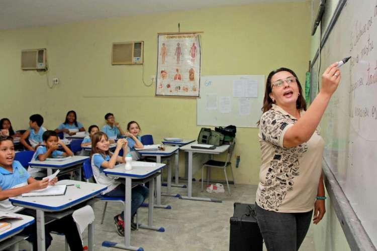 Em fevereiro, acordo firmado entre os professores da rede municipal e a Prefeitura de Fortaleza definiu reajuste salarial de acordo com o piso nacional (Foto: Divulgação/Prefeitura de Fortaleza)