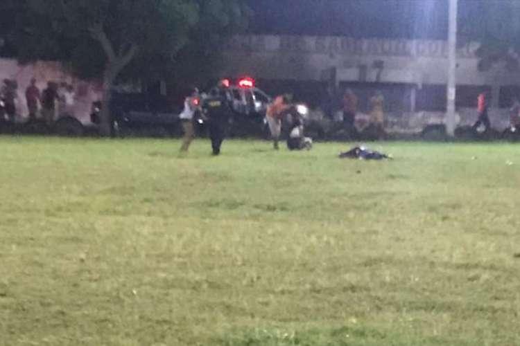 Outras pessoas ficaram feridas na ação, que ocorreu por volta das 21 hora desta sexta-feira, 3 (Foto: Via WhatsApp O POVO )