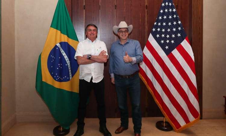 Bolsonaro, ao lado do embaixador dos Estados Unidos no Brasil, Todd Chapman