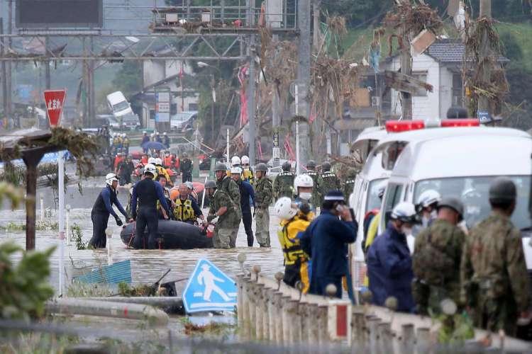 Dezenas de pessoas estão desaparecidas. Houve evacuação de pelo menos 200 mil  (Foto: STR / JIJI PRESS / AFP)