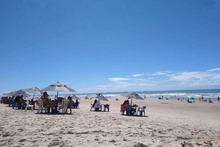 Praia do Futuro neste domingo, 5 (Foto: Thais Mesquita / O POVO)