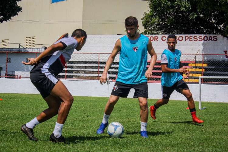 No sábado, equipe fez musculação e trabalhos técnicos no campo  (Foto: Lenilson Santos/Divulgação)