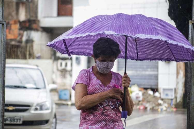 Início da semana foi de chuva em Fortaleza (Foto: Thais Mesquita)