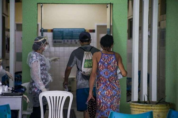Movimentação nos postos de saúde de Fortaleza (Foto: Thais Mesquita)