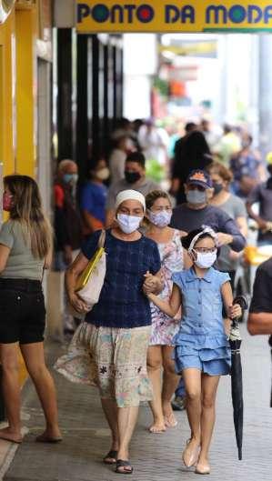 FORTALEZA, CE, BRASIL, 07.07.2020: Movimentação no Centro de Fortaleza durante a pandemia do novo coronavírus (Foto: Fabio Lima)