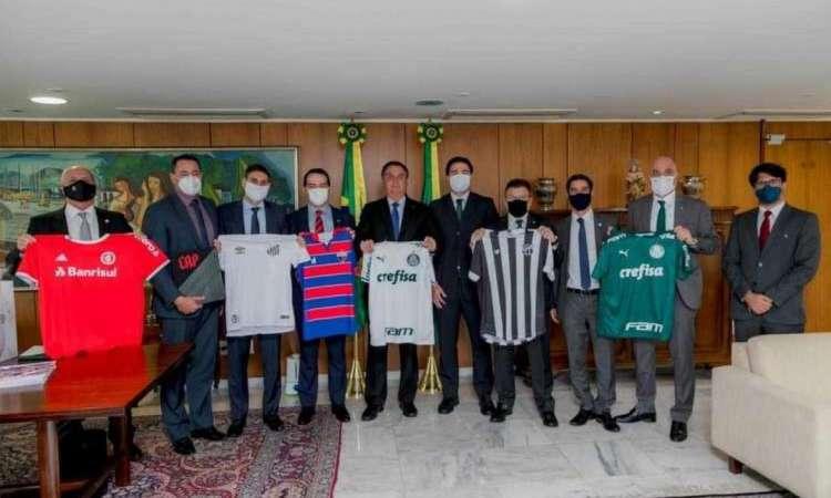 Bolsonaro recebeu dirigentes de oito clubes no dia 30 de junho