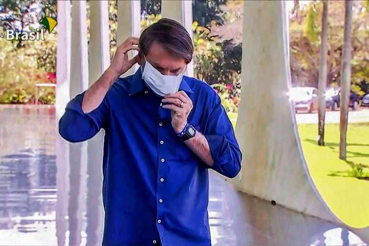 O presidente desdenhava do uso de máscaras e influenciava terceiros (Foto: Reprodução / TV BRASIL)
