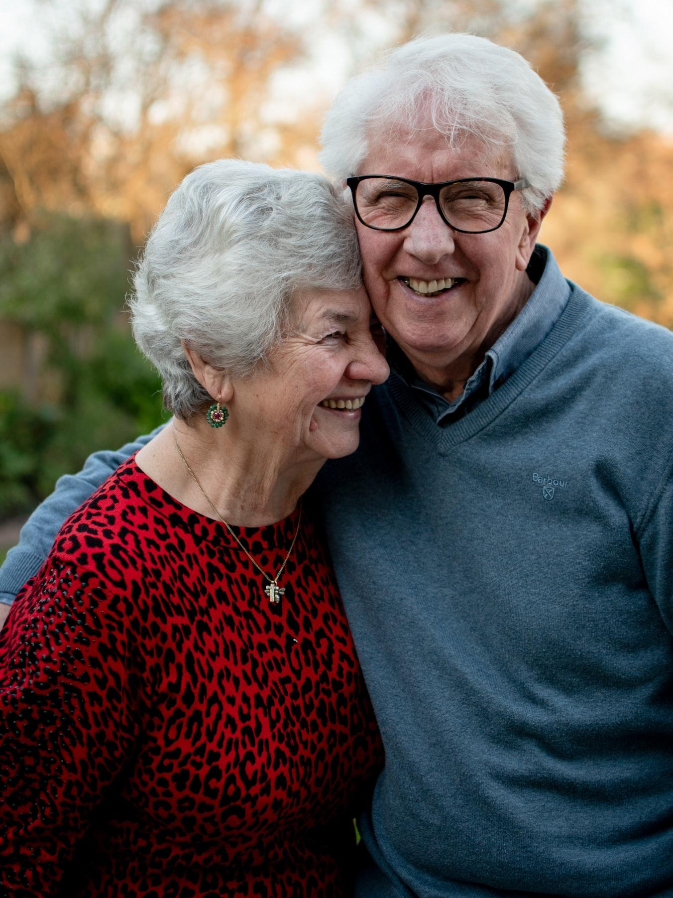 Existem inúmeras decisões favoráveis para a isenção do IR para servidores aposentados, não apenas invalidez ou que a doença do trabalho tenha motivado essa aposentadoria