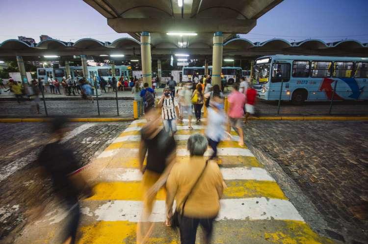 Movimentação no terminal de ônibus do Papicu, Fortaleza(Foto: Aurelio Alves/ O POVOS)