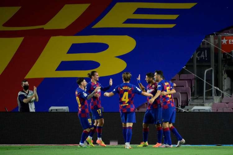 Gol de Luis Suárez garantiu vitória do Barcelona diante do Espanhol (Foto: AFP)