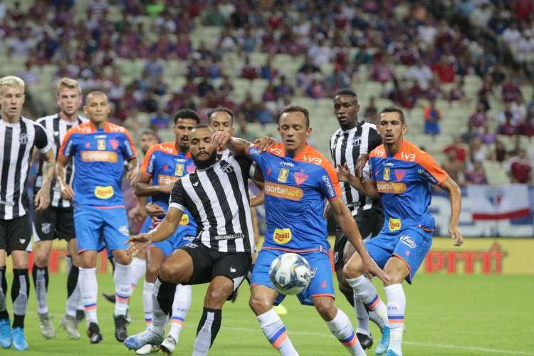 Primeiro Clássico-Rei da temporada foi válido pela Copa do Nordeste  (Foto: JULIO CAESAR)