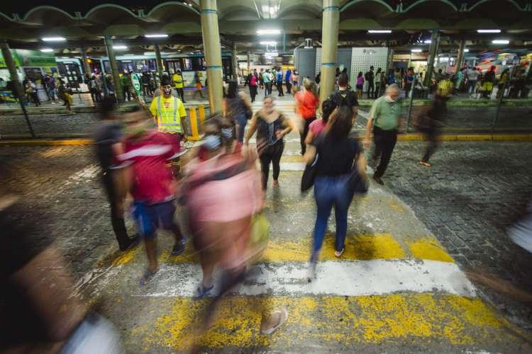 Dos 200 ônibus a mais, 50 passarão a circular na próxima terça-feira, 9 de fevereiro, em Fortaleza (Foto: Aurelio Alves/ O POVOS)