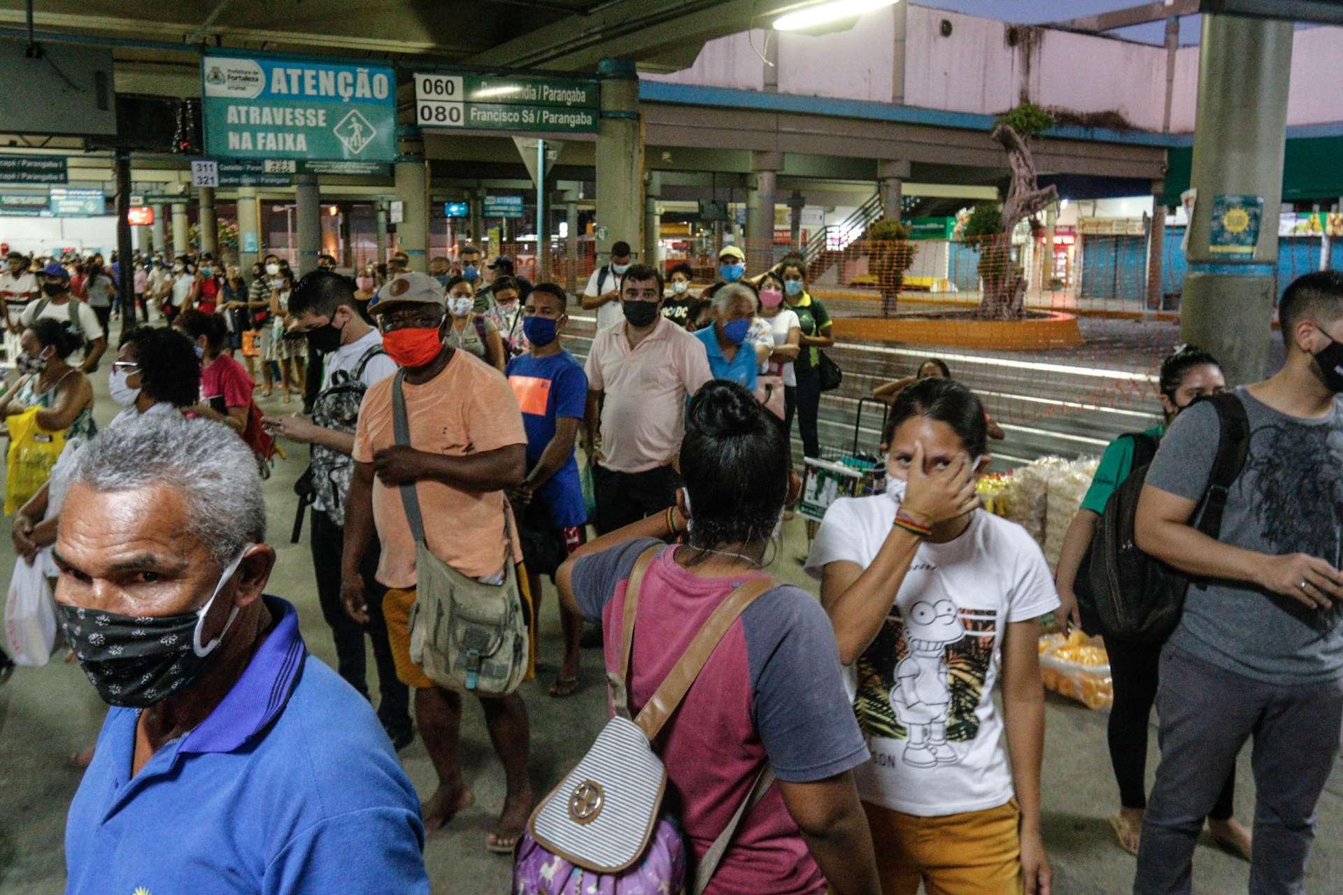 Movimentação no terminal da Parangaba, em horário de pico, há três meses (Foto: Barbara Moira)