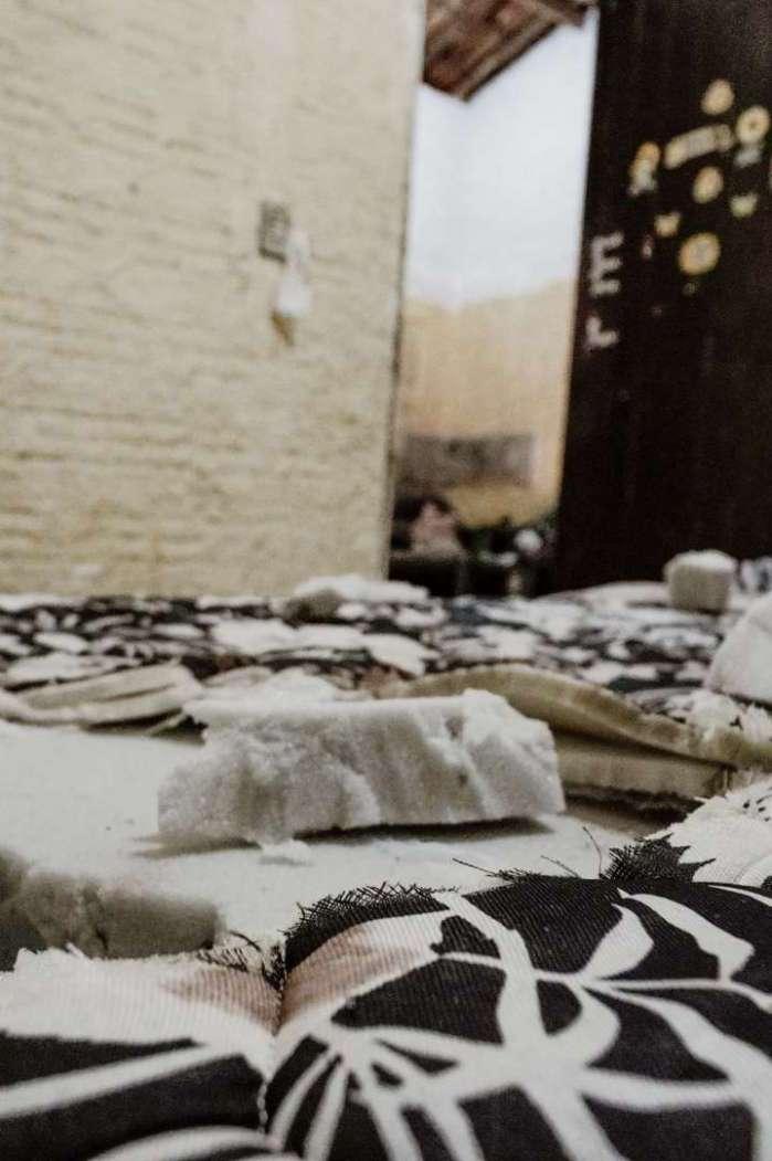 CAMA EM QUE Mizael dormia quando foi morto: cena foi alterada pelos policiais envolvidos  (Foto: JÚLIO CAESAR)