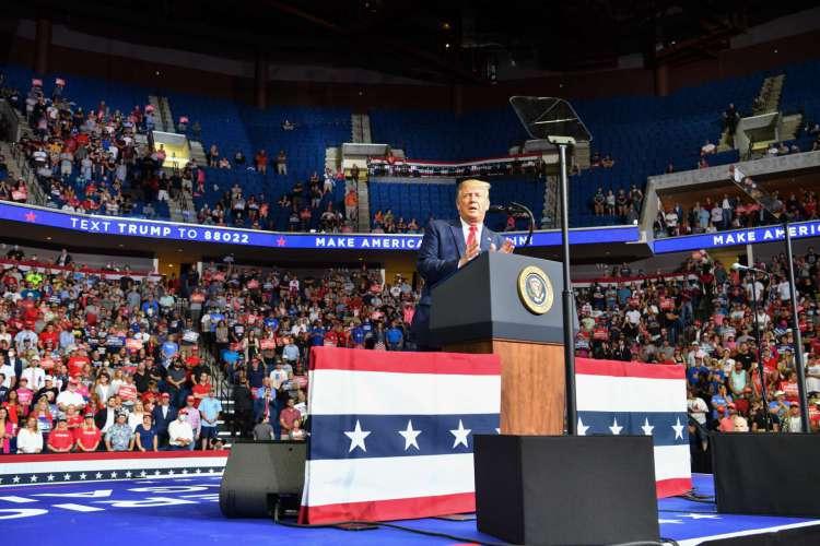 Comício do presidente Donald Trump em 20 de junho na cidade de Tulsa (Foto: Nicholas Kamm / AFP)